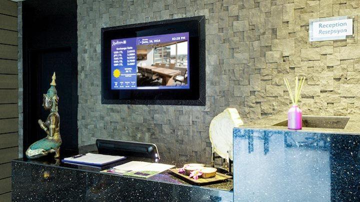 ЛЭД экран на ресепшине в отеле